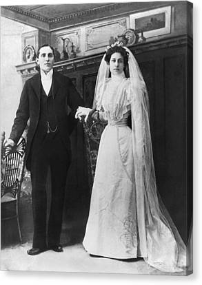 Portrait Of A Bride And Groom Canvas Print by Underwood Archives
