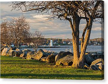 Portsmouth Harbor Light At New Castle Commons Canvas Print