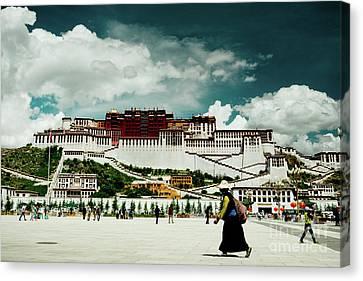 Potala Palace. Lhasa, Tibet. Yantra.lv Canvas Print by Raimond Klavins