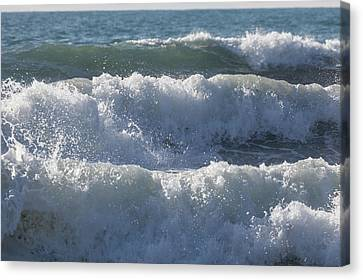 Canvas Print featuring the photograph Pounding Surf by Cliff Wassmann