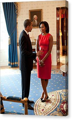 President And Michelle Obama Talk Canvas Print by Everett