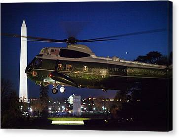 President Obama Reading As Marine One Canvas Print by Everett