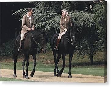 President Reagan And Queen Elizabeth II Canvas Print by Everett