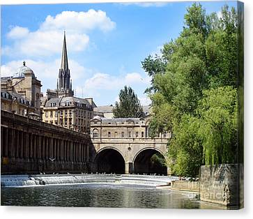 Pulteney Bridge And Weir Canvas Print by Jane Rix