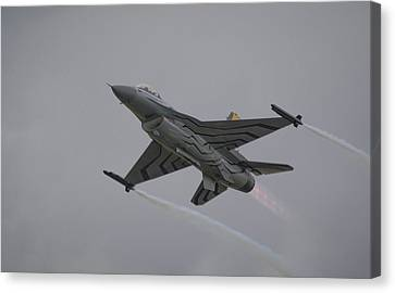 Canvas Print featuring the photograph Raf Scampton 2017 - F-16 Fighting Falcon by Scott Lyons