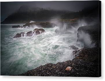 Canvas Print featuring the photograph Raging Waves On The Oregon Coast by William Lee