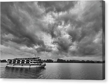 Canvas Print featuring the photograph Rainy Day Cruise by Hitendra SINKAR