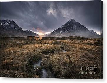 Rannoch Rain Canvas Print by Rod McLean