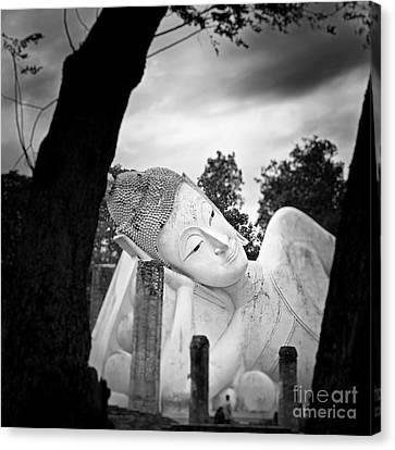 Reclining Buddha  Canvas Print by Pornsak Na nakorn