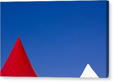 Red And White Triangles Canvas Print by Prakash Ghai
