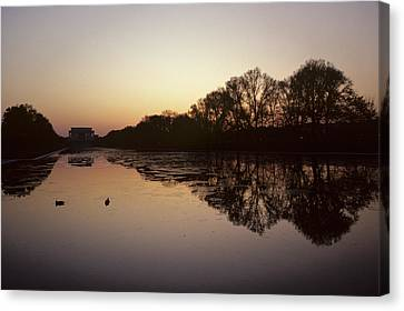 Reflecting Pool And Lincoln Memorial Canvas Print by Kenneth Garrett