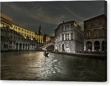 Rialto Bridge Venice Canvas Print by John Hix