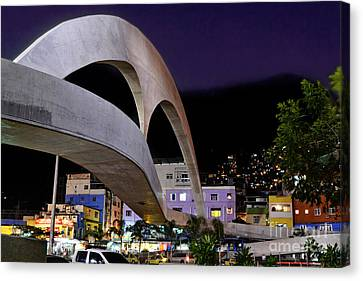 Rio De Janeiro - Passarela Da Rocinha Canvas Print by Carlos Alkmin