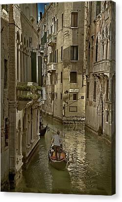 Rio Menuo O De La Verona Canvas Print