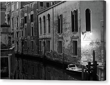Canvas Print featuring the photograph Rio Terra Dei Nomboli, Venice, Italy by Richard Goodrich