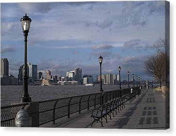 Riverside Park Nyc II Canvas Print by Henri Irizarri