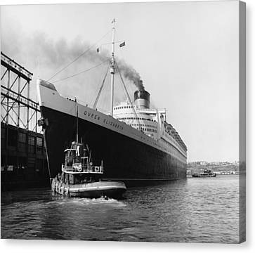 Rms Queen Elizabeth Canvas Print by Dick Hanley and Photo Researchers