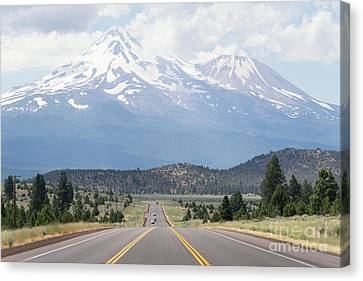 Road To Mt Shasta California Dsc5057 Canvas Print