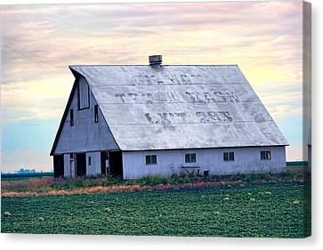 Roadside Barn - Gilman Illinois Canvas Print