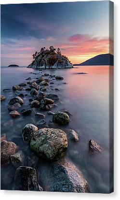 Rock Hopping At High Tide Canvas Print