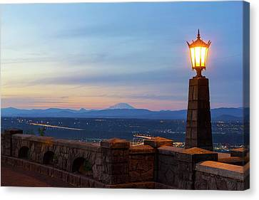 Rocky Butte Viewpoint At Sunset Canvas Print by David Gn