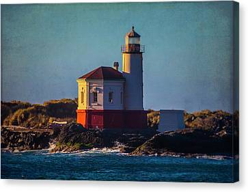 Romantic Coquille River Lighthouse Canvas Print by Garry Gay