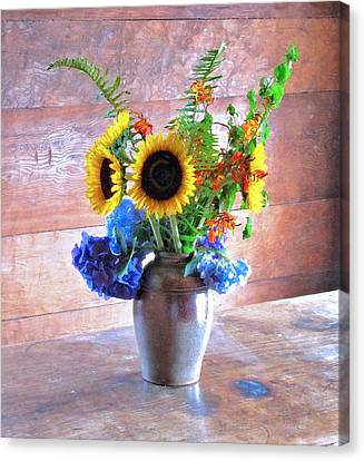 Ross Flowers Canvas Print by Larry Darnell