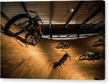 Canvas Print featuring the photograph Rounding The Bend by Randy Scherkenbach