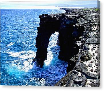 Canvas Print featuring the photograph Rugged Kona Sea Arch by Amy McDaniel
