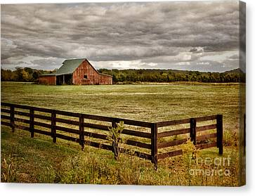 Rural Tennessee Red Barn Canvas Print by Cheryl Davis