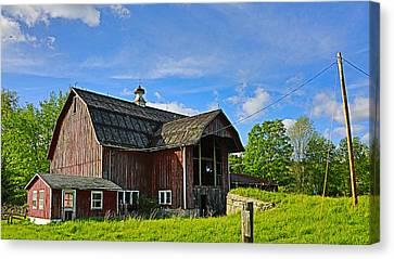 Canvas Print featuring the photograph Rustic Barn In The Catskills by Paula Porterfield-Izzo