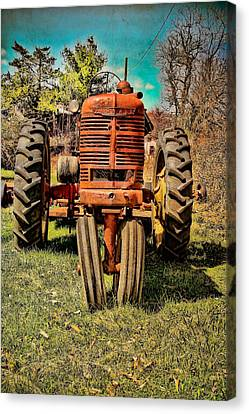 Rusty Old Tractor  Canvas Print by Colleen Kammerer