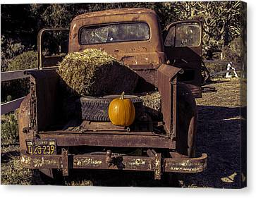 Rusty Truck With Pumpkin Canvas Print by Garry Gay