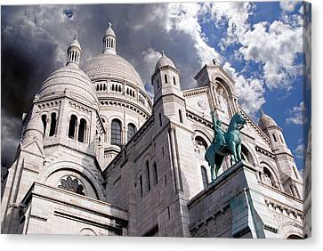 Canvas Print featuring the photograph Sacre-coeur by Rod Jones