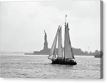 Sailing On The Hudson  Canvas Print