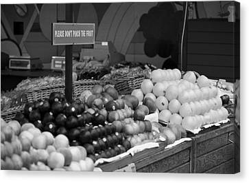 San Francisco Fruit Stand Bw Canvas Print by Frank Romeo