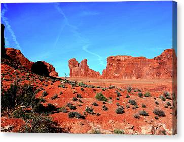 Canvas Print featuring the photograph Sandstone Road by Edward R Wisell