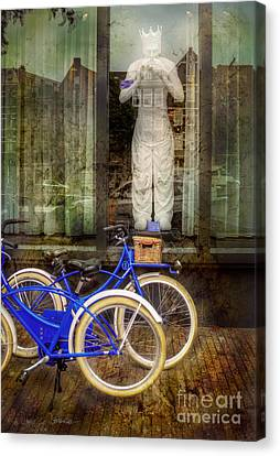 Screaming King Bike Canvas Print by Craig J Satterlee