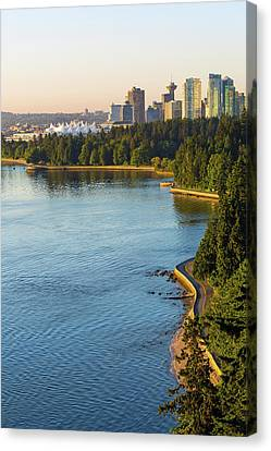 Seawall Along Stanley Park In Vancouver Bc Canvas Print by David Gn