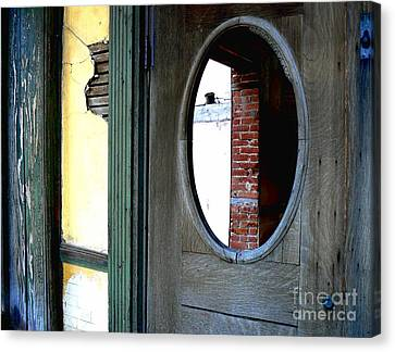 Canvas Print featuring the photograph Seeking Perspective by Lin Haring