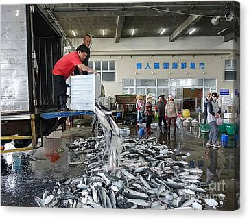 Canvas Print featuring the photograph Selling Grey Mullet Fish In Taiwan by Yali Shi