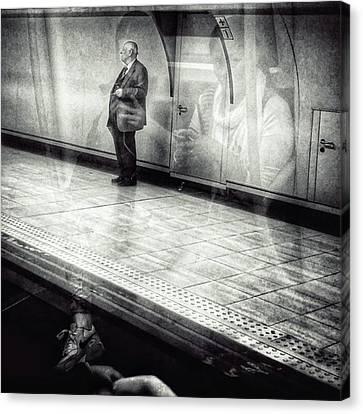 Señor #metro #underground #subway Canvas Print by Rafa Rivas