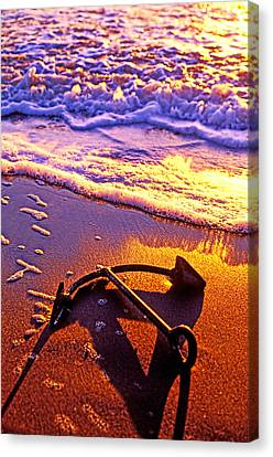 Ships Anchor On Beach Canvas Print by Garry Gay
