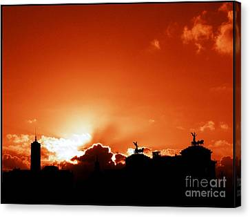 Silhouette Of Rome Against A Sunset Sky Canvas Print by Stefano Senise