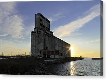 Silo Sundance Canvas Print by Peter Chilelli