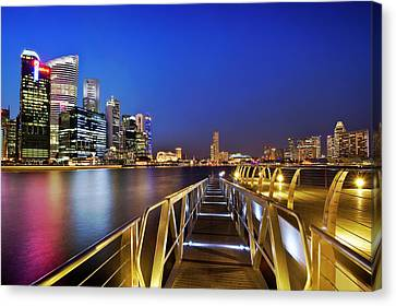 Canvas Print featuring the photograph Singapore - Marina Bay by Ng Hock How