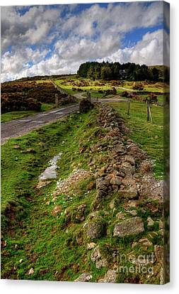 Sky On The Tor  Canvas Print by Rob Hawkins