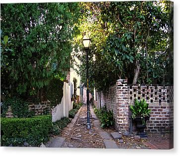 Small Lane In Charleston Canvas Print by Susanne Van Hulst