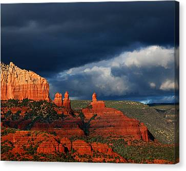 Canvas Print featuring the photograph Soldiers' Pass by Tom Kelly