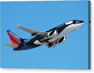 Southwest Boeing 737 Shamu At Sky Harbor April 13 2006 Canvas Print by Brian Lockett